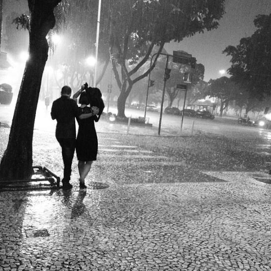 Lovers in the rain via Hurray Kimmay